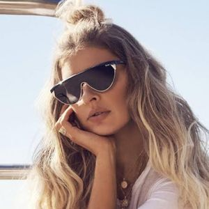 Quay X Elle Ferguson Black/gold sunglasses Goldie